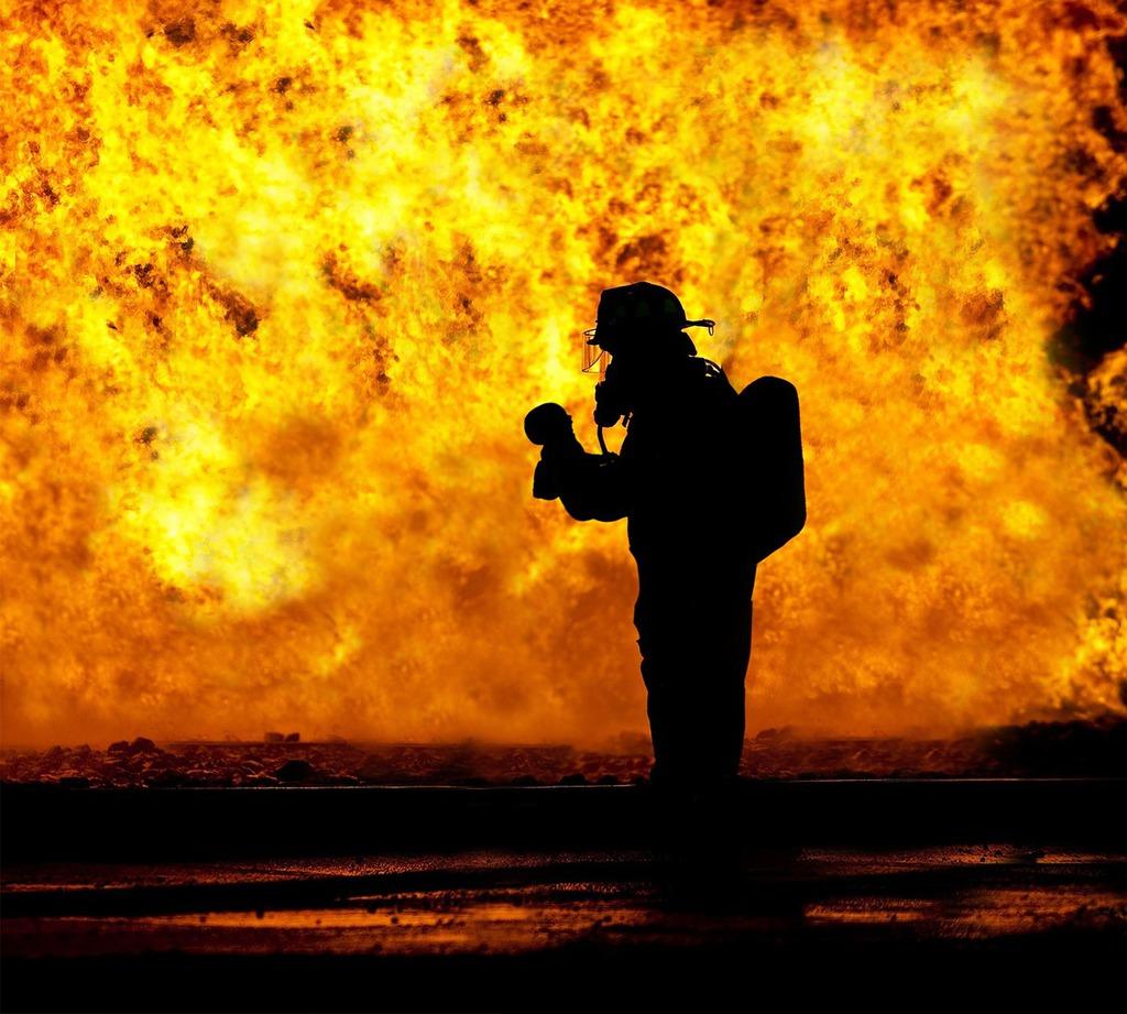 fire-fighter-2098461_1280.jpeg
