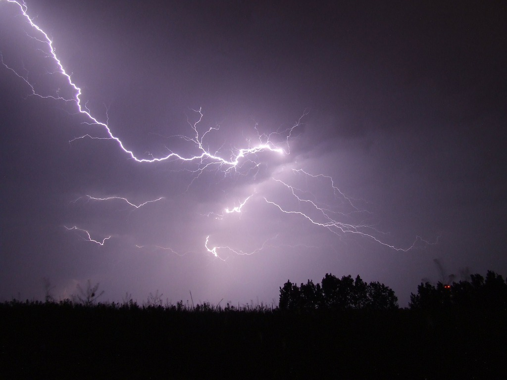 lightning-342341_1920.jpeg