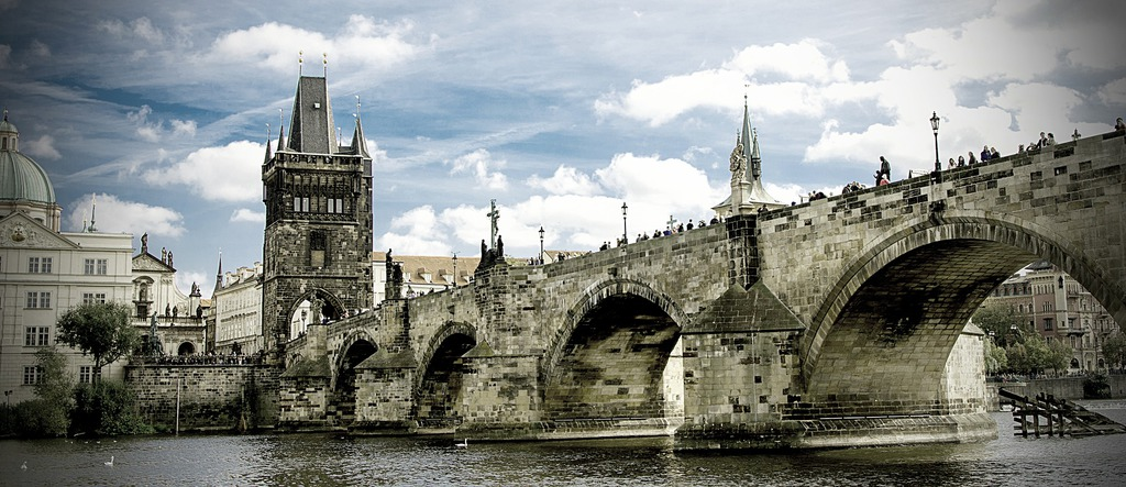 charles-bridge-2819533_1920.jpeg