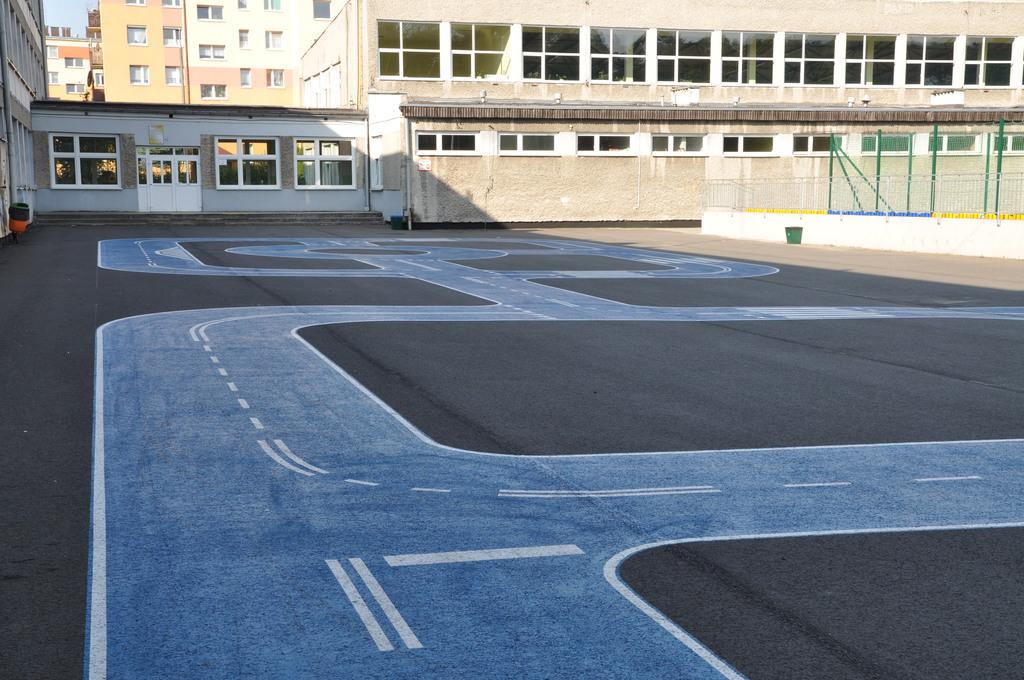 4 miasteczko ruchu drogowego przy PSSP 5 w Krapkowicach.jpeg