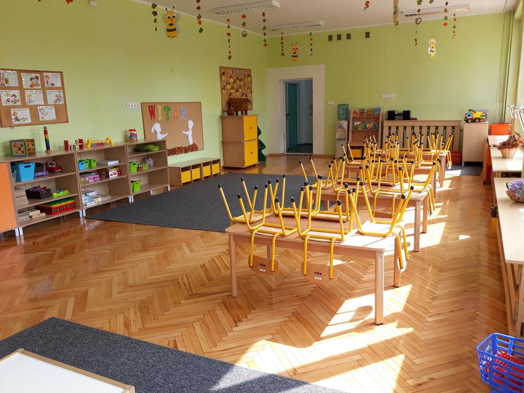 6 nowy parkiet w sali PP 6 w Krapkowicach.jpeg