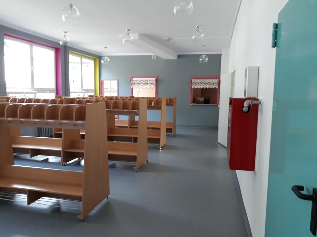 7 wyremontowany hol w PP 6 w Krapkkowicach.jpeg