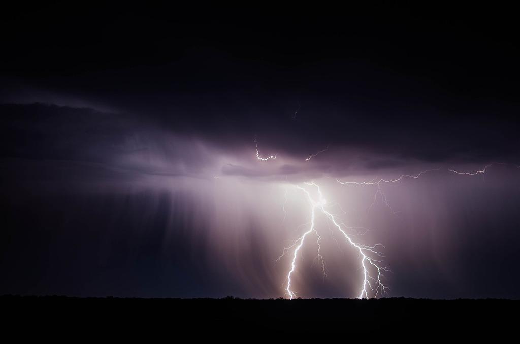 lightning-bolt-768801_1920.jpeg