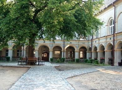 Krapkowicki zamek-dziedziniec_fot.Misiak