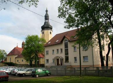 Plebania i kościół pw.WNMP w Otmęcie_fot.Guz