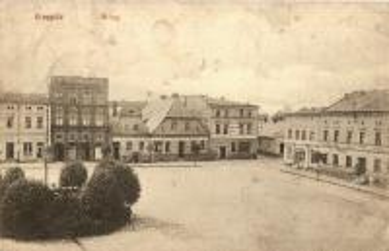 Rynek w Krapkowicach na pocztówce z 1910 roku.jpeg