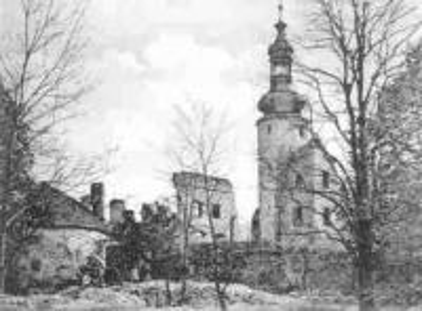 Ruinen der Ritterburg, Kirche Mariä Himmelfahrt in Otmęt.jpeg