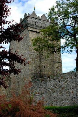 Die Bastei und Schutzmauern in Krapkowice.jpeg