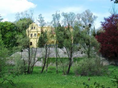 Das Schloss in Rogów Opolski.jpeg