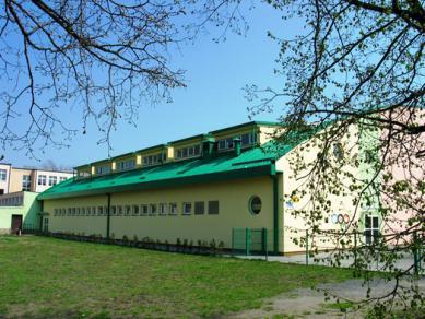 sportovní hala u školy v Krapkowicích (Publiczne Gimnazjum Nr 2 w Krapkowicach).jpeg