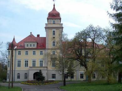 Dvorec a park v osadě Dąbrówka Górna.jpeg