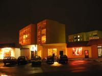 Galeria Krapkowice nocą