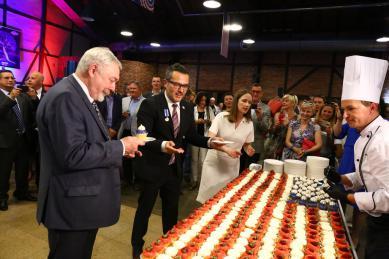 Uroczysty tort z okazji 243 rocznicy Niepodległości USA.jpeg